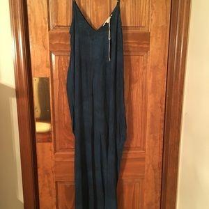 Love Stitch Tie-dyed Maxi Dress w/pockets. NWT